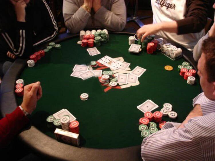 Tìm hiểu về trò chơi Poker tại Fun88 casino online 1