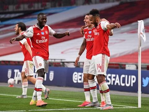 NHM cau xin Arsenal gia han hop dong voi Aubameyang